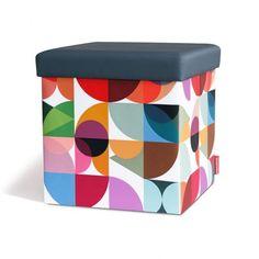 Tabouret de rangement Solena Remember - Idéale pour les petits espaces, ce tabouret en carton astucieux qui comprend un coffre de rangement design et coloré.