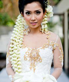 Traditional Indonesian Wedding Makeup : My daughters, twista and Nancy - Bali wedding on Pinterest ...