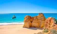 Der Badeort #PraiadaRocha liegt an einem der schönsten und größten Sandstrände der Fels-#Algarve. Unterhalb des alten Ortsteils gibt es einen modernen Yachthafen mit künstlichem Palmenstrand. Beste Reisezeit: Empfehlenswert sind die Reisezeiten für die Algarve von #April bis #Oktober. Für Sonnenanbeter sind die Monate #Juni bis #August bestens geeignet.