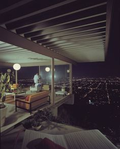 Julius Shulman Case Study House #22, 1960 (Architect: Pierre Koenig) © J. Paul Getty Trust. Used with permission. Julius Shulman Photography Archive, Research Library at the Getty Research Institute (2004.R.10). Image Courtesy of Barbican Art Gallery