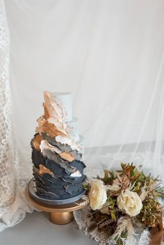 Editorial Downtown Wedding Inspiration - Matchology   Nashville Styled Shoot   Find more creative wedding ideas at nashvillebrideguide.com! #creativeweddinginspiration #weddingcake #weddingcakedesign #weddingdesserttable