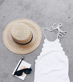 Wanted : un maillot de bain une pièce blanc aux bords festonnés (instagram Mija)