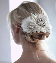 チュールや布の密集した立体的な加工が可愛い大きめヘッドアクセサリー。ポイントに ラインストンがキラキラ輝いてゴージャスな印象です。 ブライダルジュエリーのtamaraはwww.monsoon-bazaar.com/cittaでどうぞ   #wedding #bridal #weddingaccessory #bridalaccessory #bride #gardenwedding #costumejewelry #vintage #headdress #headpiece #bonnet #madeinjapan #tokyo #fashion #swarovski #crystal #pearl #tamara #citta #studiobarrack #design #ウェディング #ブライダル #ウェディングアクセサリー #ブライダルアクセサリー #ウェディングドレス #ウェディングジュエリー #結婚式 #花嫁 #プレ花嫁 #ガーデンウェディング #コスチュームジュエリー#ヴィンテージ #スワロフスキー #クリスタル #パール #25ansウェディング