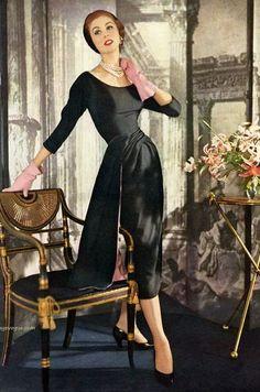 my vintage vogue Vintage Fashion 1950s, Fifties Fashion, Vintage Couture, Retro Fashion, Fashion Black, 1950s Fashion Women, Club Fashion, Fashion Top, Moda Vintage