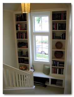 stair window seat small nook, takes up probably 12 inches - stair landing could be finished this way if entry opened on lower level of split entry Stair Landing Decor, Staircase Landing, Modern Staircase, Tiny Spaces, Built Ins, Home Furniture, Sweet Home, New Homes, House Design