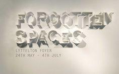 Nous avons rassemblé différentes créations autour de la typographie avec une sélection d'affiches de poster et de p...