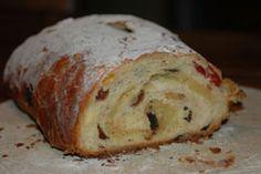 """Christmas Stolen Bread, because being German never tasted so good! Ein """"muss""""an Weihnachten !"""