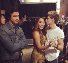 Niall with Alex and Sierra...too cute!