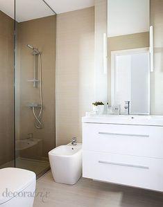 Un baño pequeño con ducha