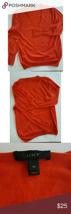 J.CREW V-NECK DEEP ORANGE SWEATER PRE-OWNED  J.CREW  V-NECK DEEP ORANGE SWEATER  SIZE MEDIUM  LIGHT WEIGHT  100% MERINO WOOL GREAT FOR EARLY FALL, EARLY SPRING, OR A COOL SUMMER NIGHT!!!! J.CREW Sweaters V-Necks