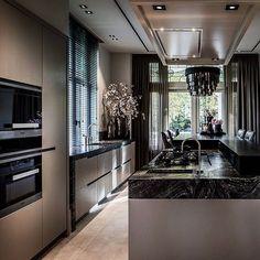 #interiordesign #interiordesigner #interiorarchitecture #erickuster #metropolitan #luxury #luxuryhomes #luxuryliving #kitchendesign #cooking #marble @ochreochre #buildingthebrand #sexy
