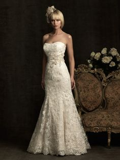 Allure strapless lace, very antiquey