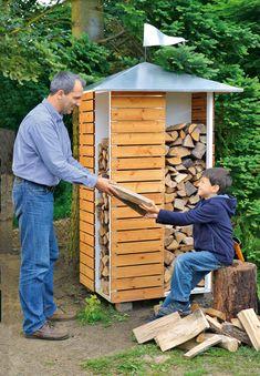Holzscheite für den Kamin brauchen ein trockenes Plätzchen: Unser Brennholzregal außen ist nicht nur praktisch, sondern sieht auch sehr dekorativ aus