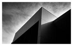 #streetphotography #blackandwhite #film #rangefindercamera #LeicaM2 #architecture #Kodak #TriX