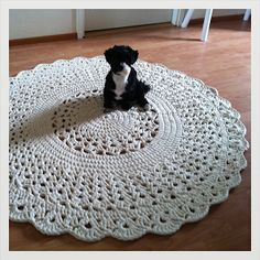 H let countries: Crochet round pitsimatto Crochet Doily Rug, Crochet Rug Patterns, Crochet Carpet, Crochet Round, Crochet Home, Crochet Crafts, Crochet Stitches, Crochet Projects, Arm Knitting