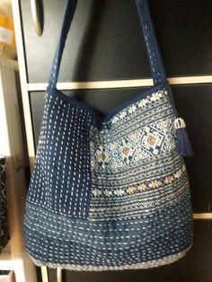 刺し子トートバッグ自作 Patchworked fabric bag with Sashiko stitching. Sashiko Embroidery, Japanese Embroidery, Embroidery Fabric, Embroidery Ideas, Embroidery Stitches, Patchwork Bags, Quilted Bag, Boro Stitching, Fabric Tote Bags