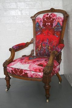 How to Modernize Your Favorite Vintage & Antique Finds Apartment Therapy Decor, Reupholster Chair Dining, Victorian Chair, Upholstered Furniture, Chair, Vintage Decor, Vintage Chairs, Modern Decor, Upholstered Chairs