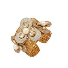 This charming bracelet by Anmol is crafted in 18 K gold and set with south sea pearls, rosecuts and round brilliant diamonds