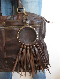 STRANGER- Tania Visinoni. A great idea of hand made accessoires, recycled out of old & new belts, leather, bracialets, beads & other materials. For giving your bags, jeans, belts, homes....an original touch :-)