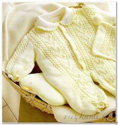 Комбинезон спицами и шапочка для новорожденного
