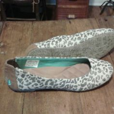 New Reef flats. New Leopard print reef flats.I ordered and there too small. reef Shoes Flats & Loafers