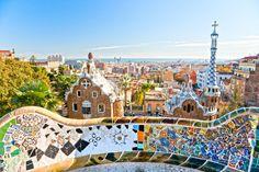 El Parc Güell es un proyecto que se ideó en el año 1900. Eusebi Güell quería construir una urbanización y le encargó el proyecto a #Gaudi. http://www.viajarabarcelona.org/lugares-para-visitar-en-barcelona/parc-guell/ #Barcelona