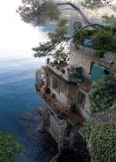 Sea Side Home, Cinque Terre, Italy. Def want to see Cinque Terre someday! Places Around The World, Oh The Places You'll Go, Dream Vacations, Vacation Spots, Beautiful Homes, Beautiful Places, Amazing Places, Simply Beautiful, Beautiful Scenery