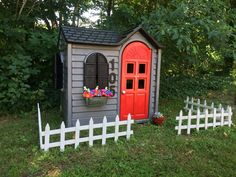 45 Magically Sweet Backyard Playhouse Ideas for Kids Garden - HomeSpecially Little Tykes Playhouse, Outside Playhouse, Backyard Playhouse, Build A Playhouse, Backyard Playground, Backyard For Kids, Diy For Kids, Playhouse Ideas, Simple Playhouse