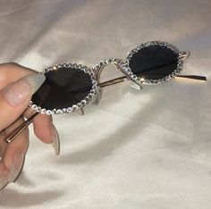 aesthetic, glasses, and alternative image - Lunettes Cute Sunglasses, Round Sunglasses, Sunglasses Women, Vintage Sunglasses, Bling Bling, Cute Jewelry, Jewelry Accessories, Fashion Accessories, Trendy Accessories