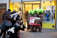 Flashmob de l'association Envol Vert qui appelle Eram, leader de la chaussure en France, à s'assurer que le cuir de ses produits ne contribue pas à la déforestation. www.change.org/LeCuirTanneLaForêt