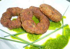Με έμπνευση ένα ζωγραφικό πίνακα, κεφτέδες από κιμά πλάθονται δακτυλίδια & κάθονται όπως η φιγούρα στο έργο σε πράσινη σάλτσα (salsa verde) με άρωμα μέντας. Main Dishes, Sausage, Cooking, Recipes, Food, Mint, Main Course Dishes, Kitchen, Entrees