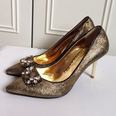 Jein Collection gold embellished metallic heels Amazing gold shoes! Worn maybe twice. Some scrapes on metal heel part but barely noticeable. Size label is 245 mm which is like 7 to 7.5 US. Jein Shoes Heels
