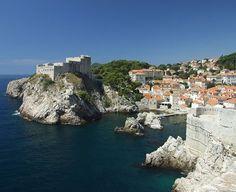 Croatia este o destinatie de vacanta pentru orice sezon. Vezi 8 locuri de pe Coasta Dalmata pe care trebuie sa le vizitezi! Summer Photos, Dubrovnik, Birds In Flight, Tourism, Coast, Mexico, Europe, River, Island
