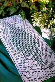 Christmas Crochet Patterns, Crochet Doily Patterns, Crochet Designs, Crochet Doilies, Crochet Table Runner Pattern, Crochet Doily Diagram, Fillet Crochet, Crochet Butterfly, Crochet Mittens