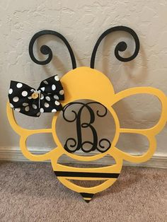 Summer Bulletin Boards For Daycare Discover Monogrammed Honey Bee Door Hanger 3d Cnc, Bee Party, Bee Crafts, Bee Theme, Holiday Crafts, Crafty, Shade Perennials, Shade Plants, Bumble Bees