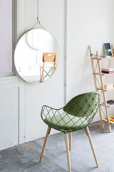 Current Obsessions: In the Mood for Love cute green chair! Vine Hair Salon by Sides Core in Kobe, Japan on Yatzer Interior Flat, Home Interior, Decor Interior Design, Interior Styling, Interior And Exterior, Interior Decorating, Interior Architecture, Scandi Living, Home Furniture