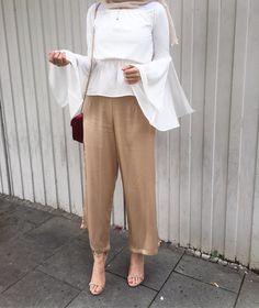 How to wear palazzo pants with hijab – Just Trendy Girls Image source Hijab Casual, Hijab Outfit, Hijab Chic, Hijab Dress, Pants Outfit, Ootd Hijab, Islamic Fashion, Muslim Fashion, Modest Fashion