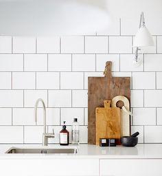 my scandinavian home: Swedish interiors from the portfolio of Sara Landstedt Küchen Design, House Design, Interior Design, Stil Inspiration, Estilo Interior, Cocina Diy, Swedish Interiors, Kitchen Corner, Bistro Kitchen