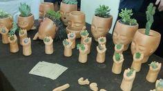 Verde Limbo crea macetas originales que vende en la Feria de Consumo Responsable de BA. http://www.verde-limbo.blogspot.com.ar/
