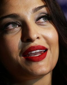 Aishwarya Rai Photos - Aishwarya Rai Bachchan attends the Longines DolceVita Asia Pacific launch at Museum of Contemporary Art on April 2016 in Sydney, Australia. Aishwarya Rai Photo, Actress Aishwarya Rai, Aishwarya Rai Bachchan, Deepika Padukone, Beautiful Bollywood Actress, Most Beautiful Indian Actress, Beautiful Actresses, Indian Natural Beauty, Beautiful Heroine