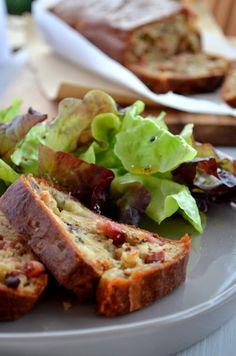 La recette du très gourmand cake aux lardons, noix et roquefort, issue du livre…