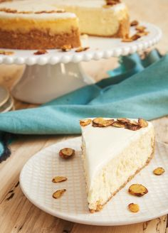 Amaretto Cheesecake is such a beautiful, delicious, impressive dessert. If you love almond desserts, you must try this one! - Bake or Break Impressive Desserts, Fun Desserts, Dessert Recipes, Icebox Desserts, Amaretto Cheesecake, Cheesecake Recipes, Food Cakes, Cupcake Cakes, Cupcakes