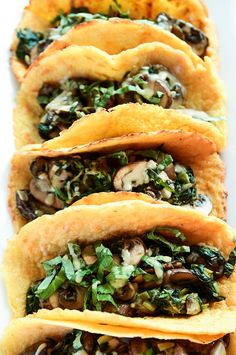 Vegan Crêpe Tacos with Warm Spinach-Mushroom Filling Vegan Breakfast Tacos with Warm Mushroom Filling Raw Food Recipes, Veggie Recipes, Mexican Food Recipes, Vegetarian Recipes, Cooking Recipes, Healthy Recipes, Vegan Foods, Vegan Dishes, Breakfast Tacos