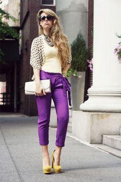كيف ترتدين السراويل الملونة في موسم الصيف؟