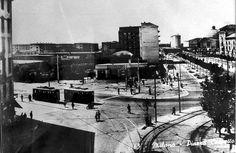 Piazzale Corvetto - Anni 50 Sullo sfondo a destra P.le Gabrio Rosa e la cupola della chiesa di Santa Rita | da Milàn l'era inscì