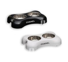 CC bone shaped double diner for your pet. Offers a hygienic feeding solution and is suitable for both food and water. Available in black or white. With high Grade Stainless Steel bowls Coated with lacquer for longevity FREE SHIPPING WORLDWIDE