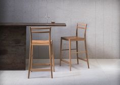 A stool of rigorous simplicity, our Avery bar stool is as clean and poised as a linear sketch, and features a back for support.