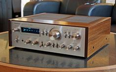 TRUE AUDIOPHILE: Pioneer SA-8800 Integrated Amplifier...had this one wen I was 17 years old !!! Luc M