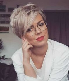 Most Popular Wavy Short Hairstyles Hairstyles Hairstyles Are you looking for different hairstyles for your short, wavy hair? Pixie Haircut For Thick Hair, Short Hairstyles For Thick Hair, Short Grey Hair, Haircut For Older Women, Short Straight Hair, Fringe Hairstyles, Short Hair Cuts, Curly Hair Styles, Cool Hairstyles