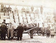 На фото из ТОКМ: Чайный склад фирмы Кухтериных, в сером пальто в котелке — Иннокентий Евграфович Кухтерин.